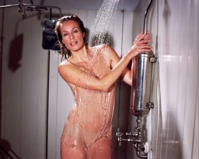 голая девушка в душе голая фото