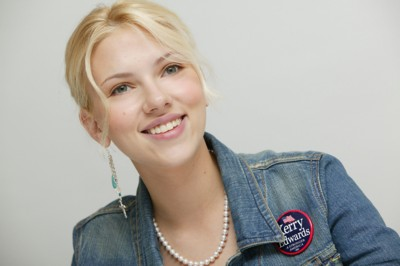 Scarlett Johansson – Naken Scarlett spres på nett – FBI etterforsker! thumbnail