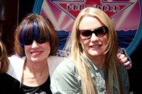 Daryl Hannah and Paige Hannah picture G64416