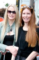 Daryl Hannah and Paige Hannah picture G64426