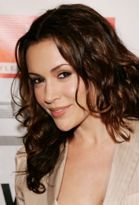 Photo of Alyssa Milano and her 2018 classic make up style, products & tips