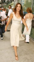 Andie MacDowell picture G205095