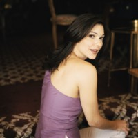 Laura Harring picture G79260