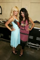 Vanessa Anne Hudgens & Ashley Tisdale picture G213621