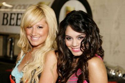 Vanessa Anne Hudgens & Ashley Tisdale poster G213635