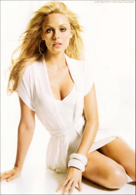 Laura Vandervoort poster G249760