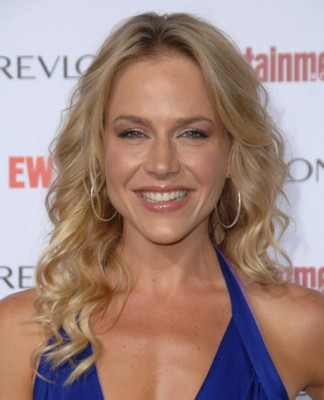 Julie Benz poster G293852
