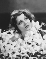 Lilian Bond picture G308244