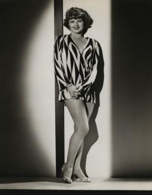 Lilian Bond poster G308247