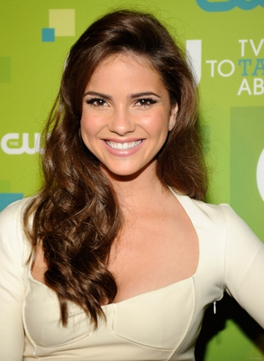 Shelley Hennig poster G321030