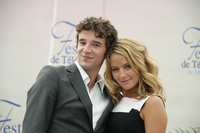 Becki Newton & Michael Urie picture G335233