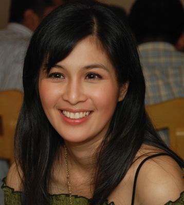 Sandra Dewi poster G335444
