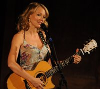 Jewel Performing picture G337675