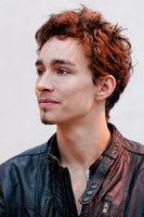 Robert Sheehan picture G339366