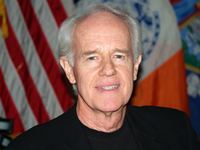 Mike Farrell picture G342690