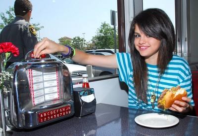 Selena Gomez poster G364518
