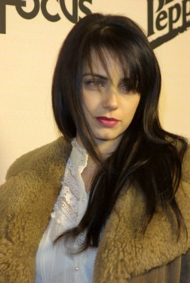 mia kirshner kiss not another