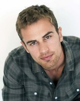 Theo James picture G525219