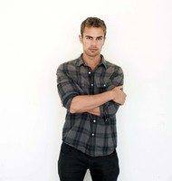 Theo James picture G525222