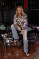 Vince Neil picture G543861
