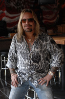 Vince Neil picture G543862
