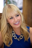 Beth Behrs picture G559063