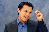 Adam Beach picture G561940