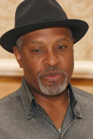 James Pickens Jr picture G569446