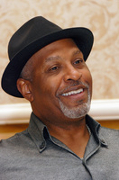 James Pickens Jr picture G569452