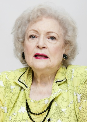 Betty White poster G570347