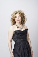 Alex Kingston picture G634994