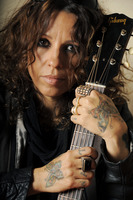 Linda Perry picture G636250