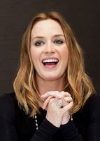 Emily Blunt - Leo Rigah The Adjustment Bureau Press Conference Portraits 2011 (x4 HQ) picture G656758