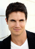 Robbie Amell picture G674206