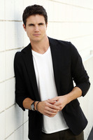 Robbie Amell picture G674207