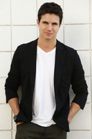 Robbie Amell picture G674208