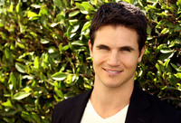Robbie Amell picture G674210
