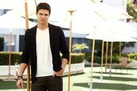 Robbie Amell picture G674211