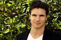 Robbie Amell picture G674213