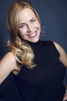 Julie Benz poster G675758