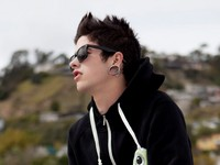 T Mills picture G688062