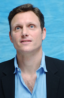 Tony Goldwyn picture G702941
