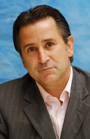 Anthony Lapaglia picture G708544