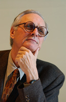 Alan Alda picture G710139