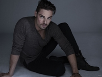 Jay Ryan picture G711733