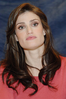 Idina Menzel picture G714292