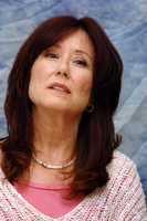 Mary McDonnell picture G714581