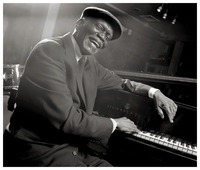 Hank Jones picture G718653