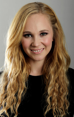 Juno Temple poster G735312