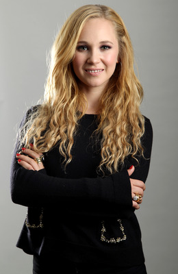 Juno Temple poster G735325